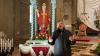 Inveruno - Don Marco Zappa con la statua di San Martino