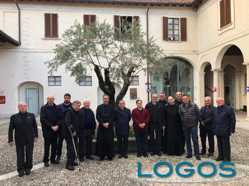 Bernate Ticino - Emilio Tizzoni con l'Arcivescovo e i preti del decanato