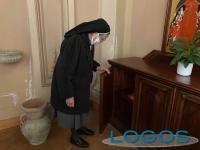 Vanzaghello - Rubato defibrillatore in chiesa