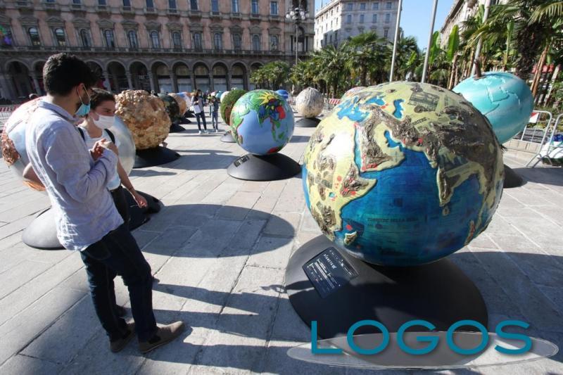 Milano - Globi in piazza Duomo (Foto internet)