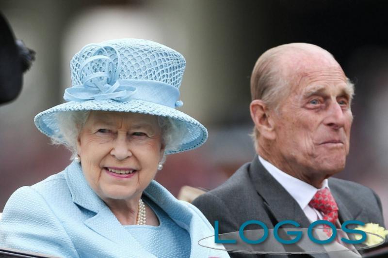 Attualità - Il principe Filippo e la regina Elisabetta (Foto internet)