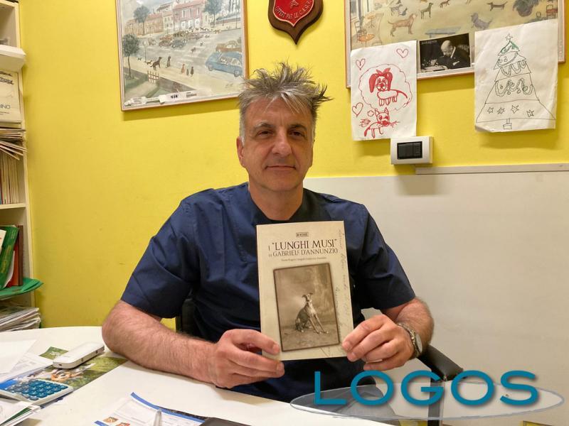 Castano - Il dottor Anselmi con il libro