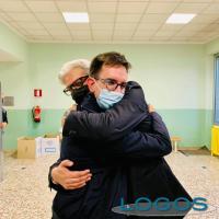Turbigo / Politica - Andrea Azzolin: l'abbraccio con il nuovo sindaco Fabrizio Allevi