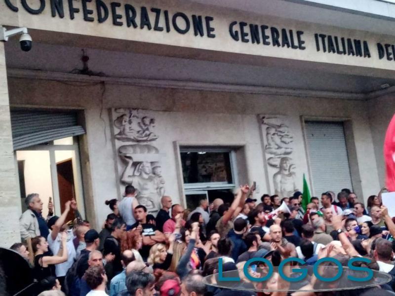 Attualità - Scontri a Roma contro la CGIL (foto internet)