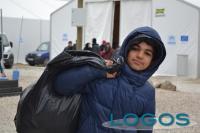 Attualità - Giovane migrante in un campo profughi della Caritas
