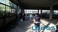 Legnano - La Polizia locale durante l'operazione di sgombero